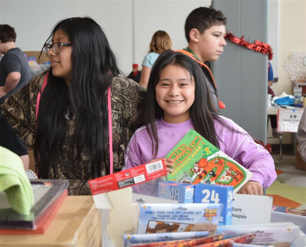 Hamlin students use holiday store to give gifts to others
